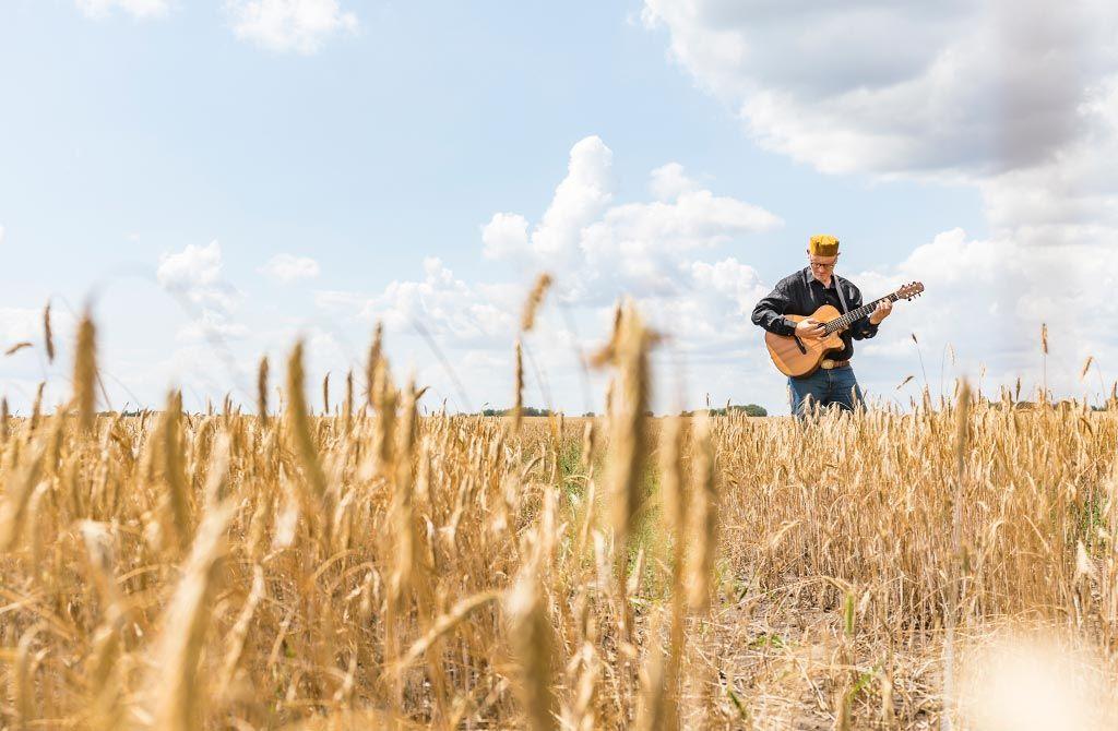 Akustikgitarrist - Foto: Thomas Rathay